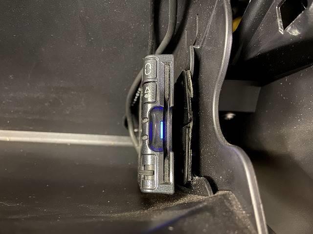ローデスト20G HDDTV カメラ 黒革 シートヒーター ETC スマートキー パドルシフト 純正AW キセノンヘッドライト 4WD(4枚目)