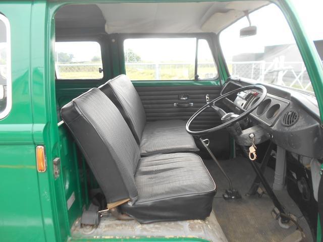 1971年モデル 右ハンドル 5ナンバー 乗用車登録 サードシート 1600エンジン シングルキャブ フロントディスクブレーキ  ホイールトリムリング(11枚目)