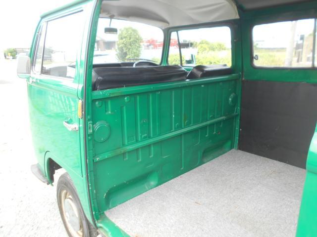 1971年モデル 右ハンドル 5ナンバー 乗用車登録 サードシート 1600エンジン シングルキャブ フロントディスクブレーキ  ホイールトリムリング(14枚目)