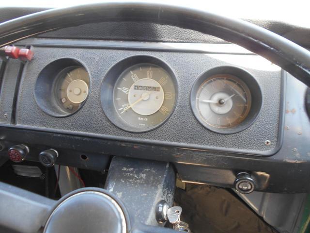 1971年モデル 右ハンドル 5ナンバー 乗用車登録 サードシート 1600エンジン シングルキャブ フロントディスクブレーキ  ホイールトリムリング(23枚目)