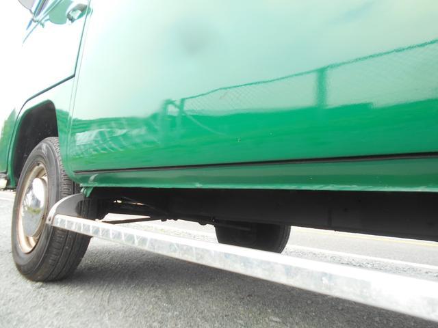 1971年モデル 右ハンドル 5ナンバー 乗用車登録 サードシート 1600エンジン シングルキャブ フロントディスクブレーキ  ホイールトリムリング(24枚目)