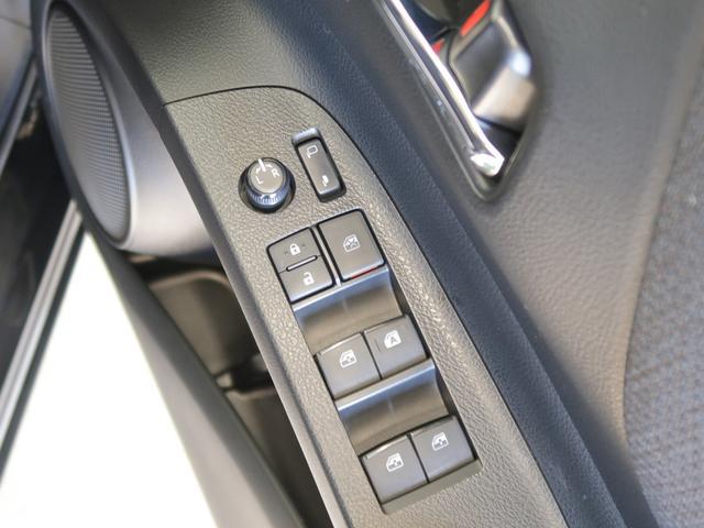 パワーウインドウ付きですので、窓の開閉は簡単に出来ます。駐車券を受け取る時も便利ですね!