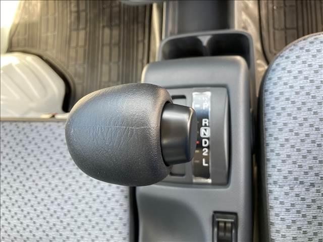 KCエアコン・パワステ セーフティサポート パワーステアリング ダイヤル式エアコン 横滑り抑制装置 三方開 Wエアバック ヘッドライトレベライザー オートライト 純正AMFMラジオ ワンオーナー 禁煙車 ハロゲンヘッドライト(8枚目)
