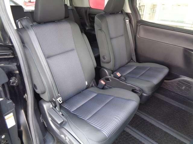ゆったりしたセカンドシート、スマートマルチセンターシート採用でセンタースルーやキャプテンモードなどシートアレンジが多彩です。