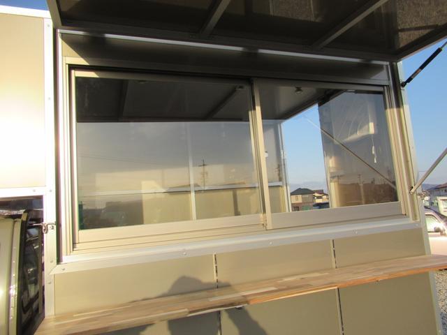 KCスペシャル キッチンカー 移動販売車 ケータリングカー 跳ね上げ式窓 ステンレス3槽シンク コールドテーブル 脱着式カウンター LED照明 100V外部電源 換気扇 コンセント 給排水タンク 荷台設備新品(25枚目)