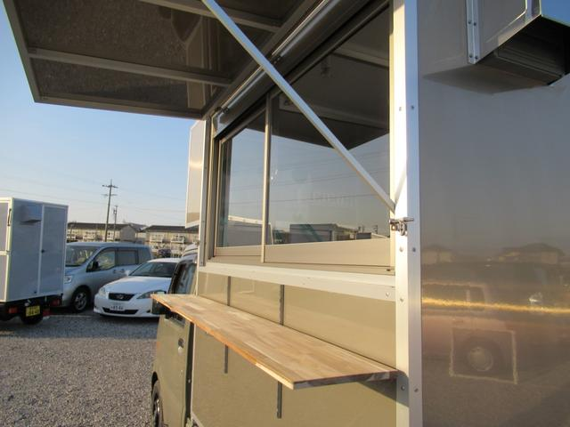 KCスペシャル キッチンカー 移動販売車 ケータリングカー 跳ね上げ式窓 ステンレス3槽シンク コールドテーブル 脱着式カウンター LED照明 100V外部電源 換気扇 コンセント 給排水タンク 荷台設備新品(26枚目)