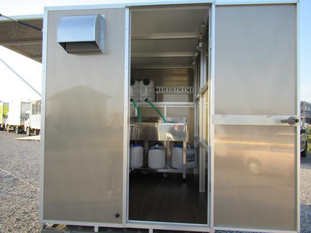 KCスペシャル キッチンカー 移動販売車 ケータリングカー 跳ね上げ式窓 ステンレス3槽シンク コールドテーブル 脱着式カウンター LED照明 100V外部電源 換気扇 コンセント 給排水タンク 荷台設備新品(32枚目)