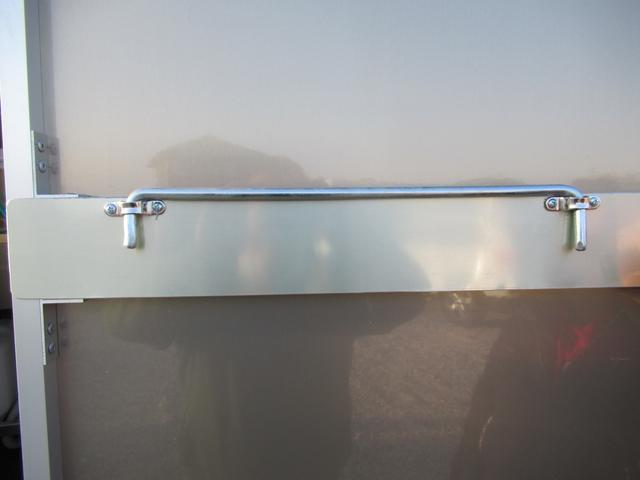 KCスペシャル キッチンカー 移動販売車 ケータリングカー 跳ね上げ式窓 ステンレス3槽シンク コールドテーブル 脱着式カウンター LED照明 100V外部電源 換気扇 コンセント 給排水タンク 荷台設備新品(54枚目)