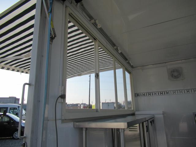 キッチンカー 移動販売車 ケータリングカー AT オーニング付き 3槽シンク コールドテーブル ステンレス作業台 換気扇 LED照明 バックモニター 100V外部電源 給排水タンク 庫内設備新品(36枚目)