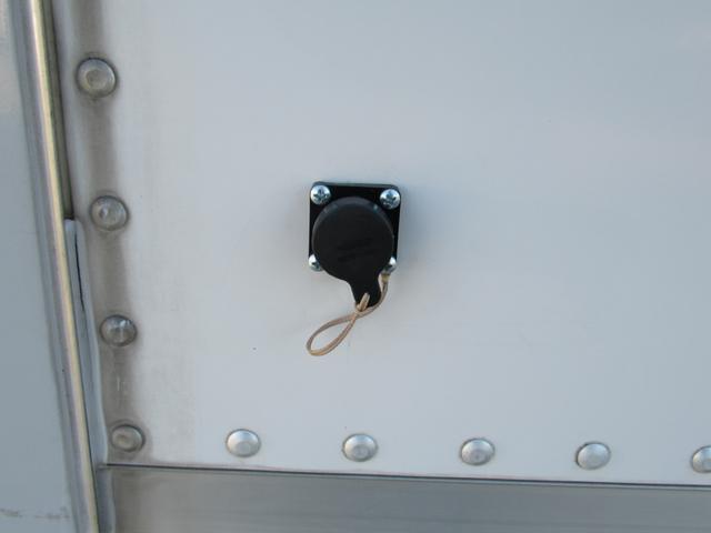 キッチンカー 移動販売車 ケータリングカー AT オーニング付き 3槽シンク コールドテーブル ステンレス作業台 換気扇 LED照明 バックモニター 100V外部電源 給排水タンク 庫内設備新品(41枚目)