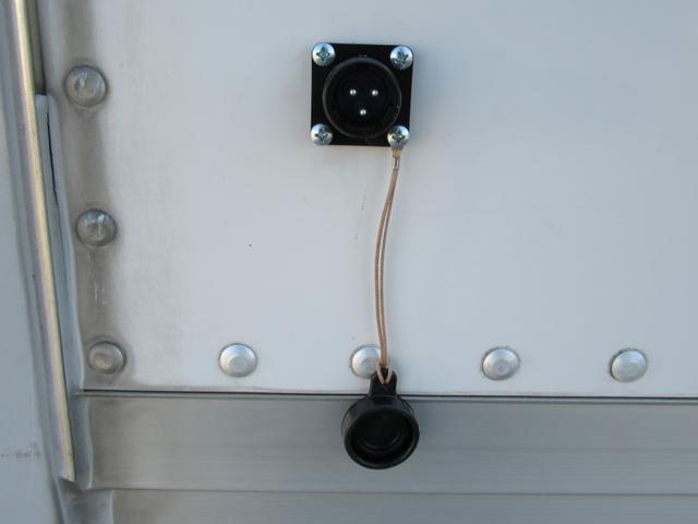 キッチンカー 移動販売車 ケータリングカー AT オーニング付き 3槽シンク コールドテーブル ステンレス作業台 換気扇 LED照明 バックモニター 100V外部電源 給排水タンク 庫内設備新品(42枚目)