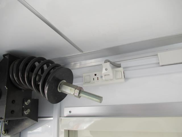 キッチンカー 移動販売車 ケータリングカー AT オーニング付き 3槽シンク コールドテーブル ステンレス作業台 換気扇 LED照明 バックモニター 100V外部電源 給排水タンク 庫内設備新品(64枚目)