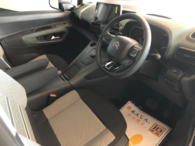 高い着座位置による視界の良さに加え、人の視線や手の動きを最小限に抑える設計により、ストレスのない快適なドライブを実現しています。