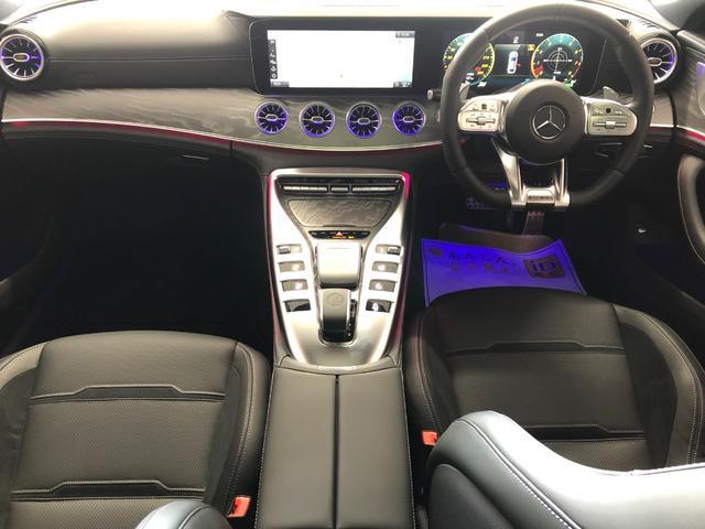 高級感溢れるコックピットは運転を視覚的にも楽しませてくれます!