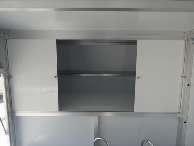 KCエアコン・パワステ 移動販売車 キッチンカー 2槽シンク 給水20L連結タンク 排水20L連結タンク 電動給水ポンプ 足踏み式スイッチ 漏電ブレーカー LED室内照明 換気扇 100Vコンセント 外部電源 外部電源コード(14枚目)