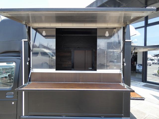 移動販売車 キッチンカー 4ナンバー登録 ホシザキ製コールドテーブル インバーター ライティングレール LED室内照明 アクリルウィンドウ 跳ね上げ式販売口 販売カウンター 外部電源 コンセント(3枚目)