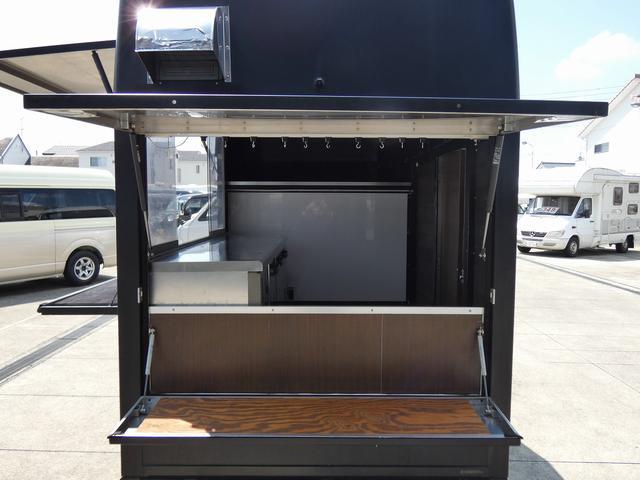 移動販売車 キッチンカー 4ナンバー登録 ホシザキ製コールドテーブル インバーター ライティングレール LED室内照明 アクリルウィンドウ 跳ね上げ式販売口 販売カウンター 外部電源 コンセント(6枚目)
