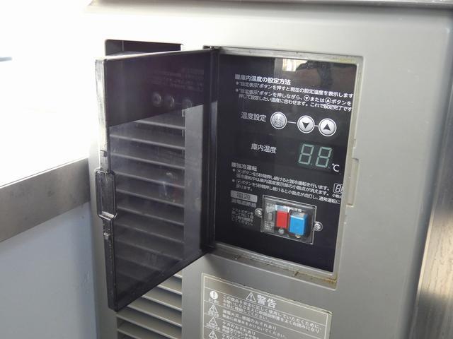 移動販売車 キッチンカー 4ナンバー登録 ホシザキ製コールドテーブル インバーター ライティングレール LED室内照明 アクリルウィンドウ 跳ね上げ式販売口 販売カウンター 外部電源 コンセント(10枚目)