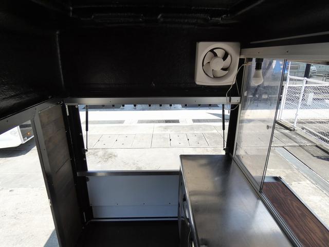 移動販売車 キッチンカー 4ナンバー登録 ホシザキ製コールドテーブル インバーター ライティングレール LED室内照明 アクリルウィンドウ 跳ね上げ式販売口 販売カウンター 外部電源 コンセント(13枚目)