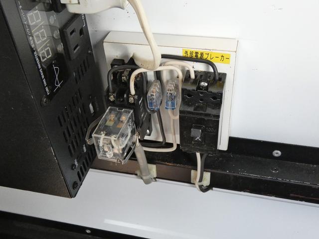 移動販売車 キッチンカー 4ナンバー登録 ホシザキ製コールドテーブル インバーター ライティングレール LED室内照明 アクリルウィンドウ 跳ね上げ式販売口 販売カウンター 外部電源 コンセント(19枚目)