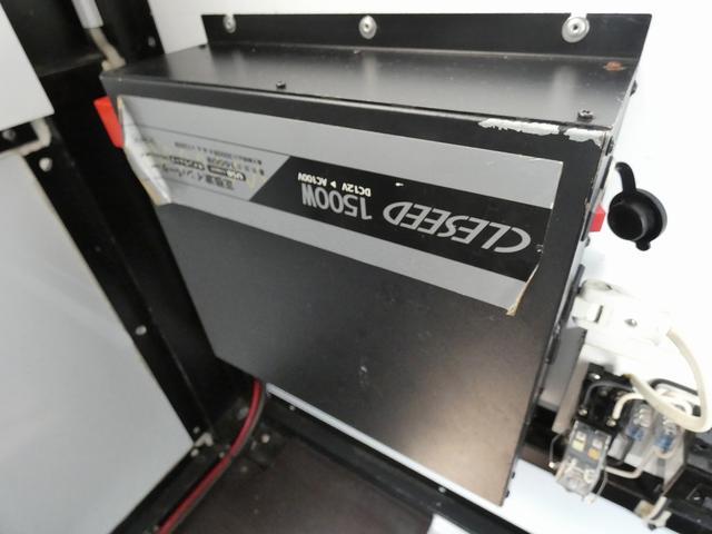 移動販売車 キッチンカー 4ナンバー登録 ホシザキ製コールドテーブル インバーター ライティングレール LED室内照明 アクリルウィンドウ 跳ね上げ式販売口 販売カウンター 外部電源 コンセント(20枚目)