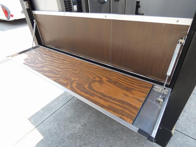 移動販売車 キッチンカー 4ナンバー登録 ホシザキ製コールドテーブル インバーター ライティングレール LED室内照明 アクリルウィンドウ 跳ね上げ式販売口 販売カウンター 外部電源 コンセント(26枚目)