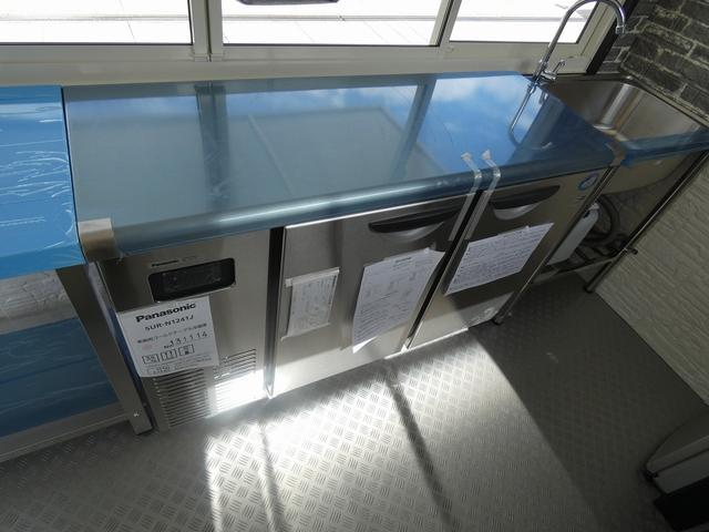 移動販売車 キッチンカー ステンレスシンク コールドテーブル 作業台 冷蔵庫 販売カウンター 跳ね上げ式販売口 4枚サッシ 室内LED照明 換気扇 漏電ブレーカー 外部電源 100Vコンセント(12枚目)
