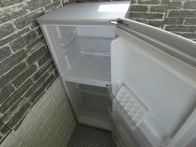 移動販売車 キッチンカー ステンレスシンク コールドテーブル 作業台 冷蔵庫 販売カウンター 跳ね上げ式販売口 4枚サッシ 室内LED照明 換気扇 漏電ブレーカー 外部電源 100Vコンセント(21枚目)