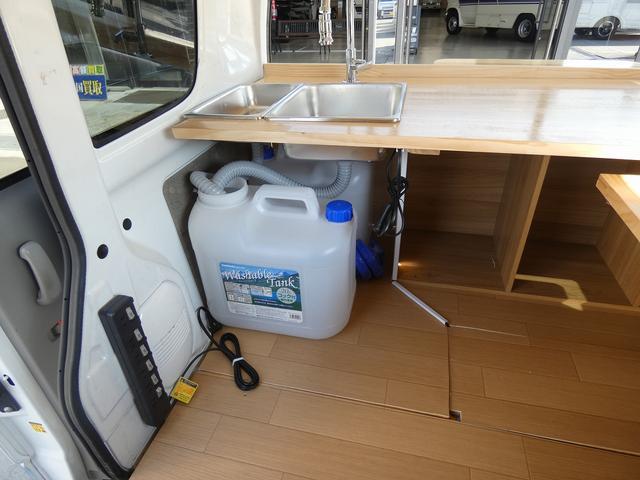 移動販売車 キッチンカー ケータリングカー フードトラック フレンチバス仕様 移動販売加工車8ナンバー登録 2槽シンク 作業台 給水タンク 排水タンク 給水電動ポンプ 販売カウンター(11枚目)