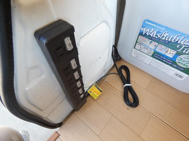 移動販売車 キッチンカー ケータリングカー フードトラック フレンチバス仕様 移動販売加工車8ナンバー登録 2槽シンク 作業台 給水タンク 排水タンク 給水電動ポンプ 販売カウンター(13枚目)
