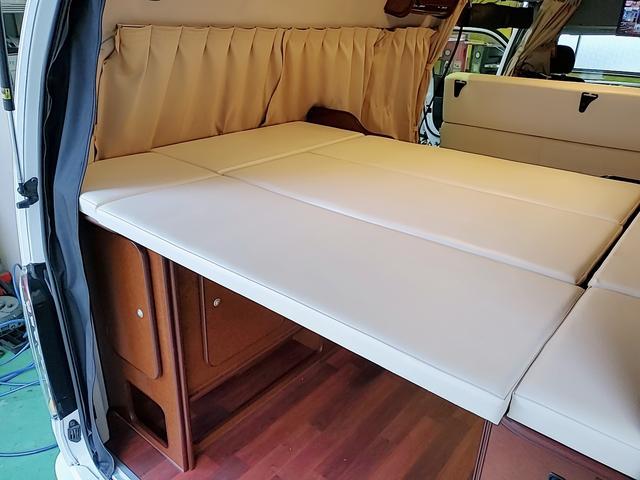 SロングワイドDX GLパッケージ キャンピングカー 9人乗り サブバッテリー 走行充電 コンバーター インバーター ナビ フルセグ バックカメラ フリップダウンモニター ETC パワースライドドア シンク 冷蔵庫(18枚目)