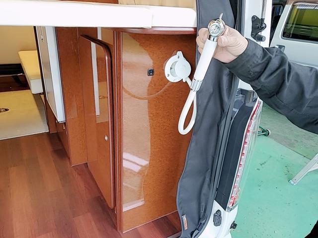 SロングワイドDX GLパッケージ キャンピングカー 9人乗り サブバッテリー 走行充電 コンバーター インバーター ナビ フルセグ バックカメラ フリップダウンモニター ETC パワースライドドア シンク 冷蔵庫(20枚目)