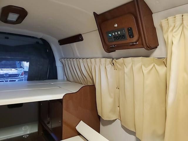 SロングワイドDX GLパッケージ キャンピングカー 9人乗り サブバッテリー 走行充電 コンバーター インバーター ナビ フルセグ バックカメラ フリップダウンモニター ETC パワースライドドア シンク 冷蔵庫(28枚目)