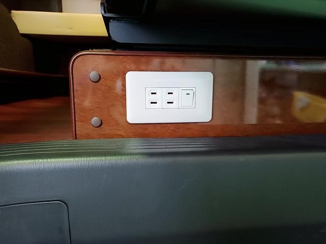 SロングワイドDX GLパッケージ キャンピングカー 9人乗り サブバッテリー 走行充電 コンバーター インバーター ナビ フルセグ バックカメラ フリップダウンモニター ETC パワースライドドア シンク 冷蔵庫(30枚目)