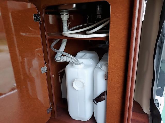 SロングワイドDX GLパッケージ キャンピングカー 9人乗り サブバッテリー 走行充電 コンバーター インバーター ナビ フルセグ バックカメラ フリップダウンモニター ETC パワースライドドア シンク 冷蔵庫(33枚目)