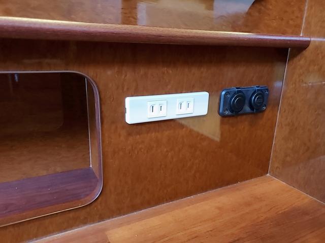 SロングワイドDX GLパッケージ キャンピングカー 9人乗り サブバッテリー 走行充電 コンバーター インバーター ナビ フルセグ バックカメラ フリップダウンモニター ETC パワースライドドア シンク 冷蔵庫(38枚目)