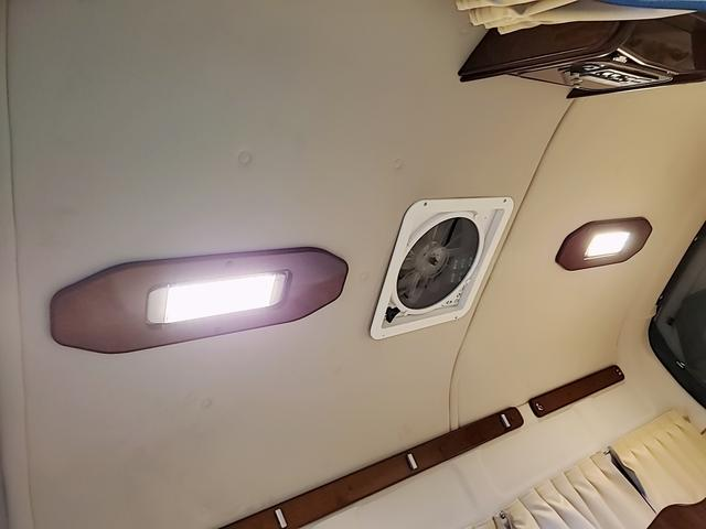 SロングワイドDX GLパッケージ キャンピングカー 9人乗り サブバッテリー 走行充電 コンバーター インバーター ナビ フルセグ バックカメラ フリップダウンモニター ETC パワースライドドア シンク 冷蔵庫(40枚目)