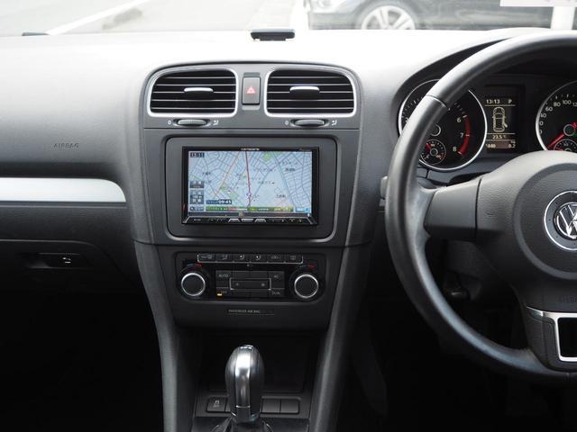 TSIコンフォートラインプレミアムエディション 特別仕様車 社外ナビTV バックカメラ アルカンターラコンビシート デュアルオートエアコン レインセンサーワイパー ルーフレール Bluetooth 純正16インチAW バイキセノン キーレス ETC(9枚目)