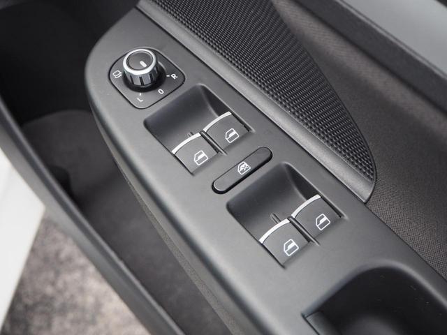 TSIコンフォートラインプレミアムエディション 特別仕様車 社外ナビTV バックカメラ アルカンターラコンビシート デュアルオートエアコン レインセンサーワイパー ルーフレール Bluetooth 純正16インチAW バイキセノン キーレス ETC(22枚目)
