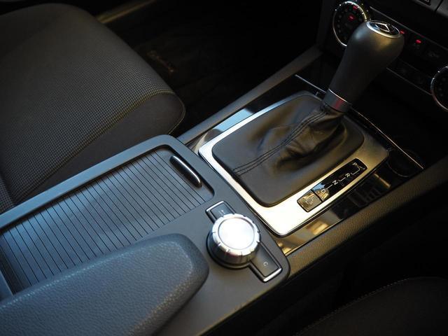 左右独立温度調整オートエアコンで一人ひとりが適切な温度調節ができ、車内はすぐに快適になります!