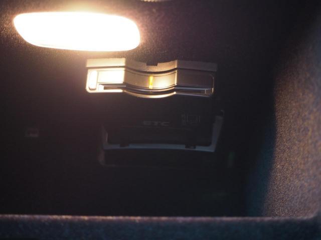 USB・AUX端子はセンターコンソール内にあり、接続する端末は中に入れることができるのでそのまま収納できます!