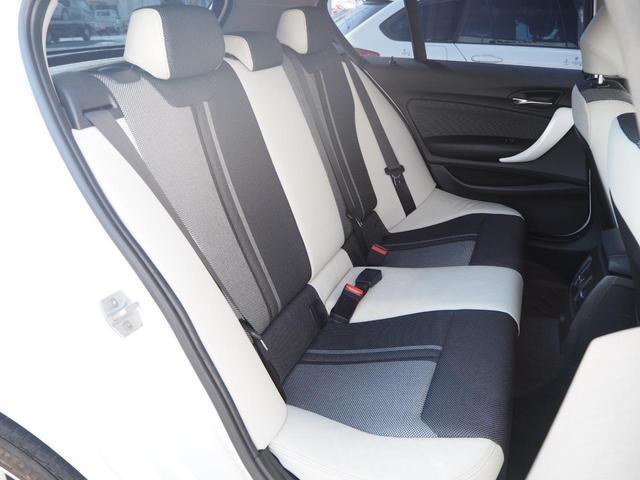 ホワイトレザーがオシャレポイント!程よいホールド感で長距離運転も疲れにくいシートです!