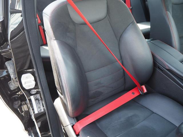 AMGスポーツPKGプラス専用装備のレッドシートベルトがオシャレポイント!