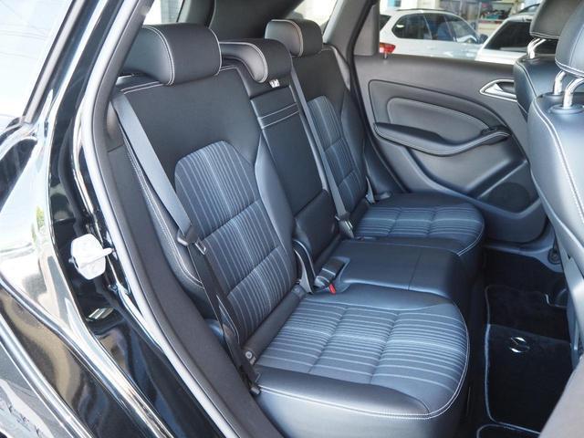 オシャレなハーフレザーシートを装備!パワーシート付きで座席調整も簡単です!