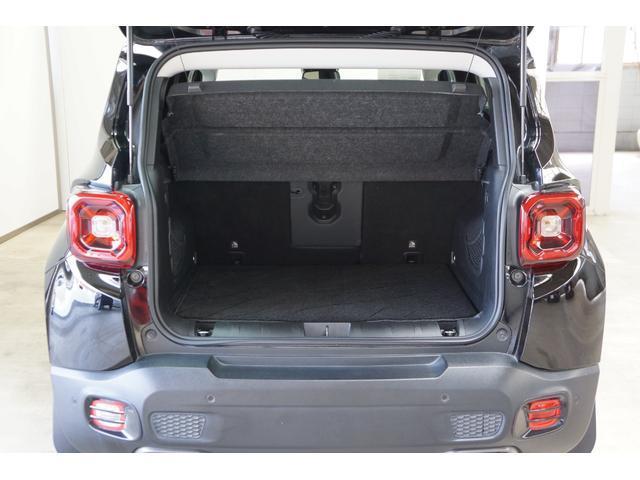 荷室はしっかりスペースが確保されており、たくさんの荷物を積み込めます!