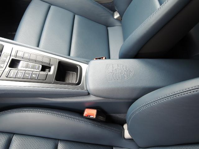 ポルシェ ポルシェ 911カレラ 7MT 左ハンドル ディーラー車