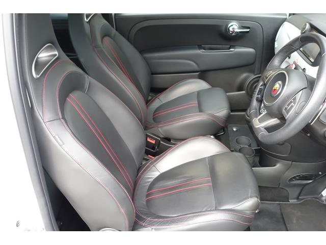 弊社では現行型のアバルト595の本国モデルをフルオーダーにて受注受付中!!日本では普通選べれないボディーカラーやカーボンパーツを純正で多数選ぶことが出来ます。