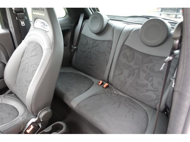 スコルピオーネオーロ 日本未導入カーボンパッケージ装備 レッドキャリパー Apple car play オートライトオートワイパー 自社本国オーダー車両(18枚目)