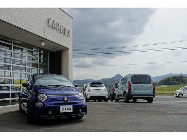 スコルピオーネオーロ 日本未導入カーボンパッケージ&ボディーカラー装着 Apple car play オートライトオートワイパー 自社本国オーダー車両(3枚目)