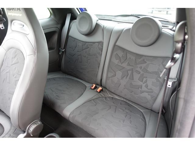 スコルピオーネオーロ 日本未導入カーボンパッケージ&ボディーカラー装着 Apple car play オートライトオートワイパー 自社本国オーダー車両(17枚目)